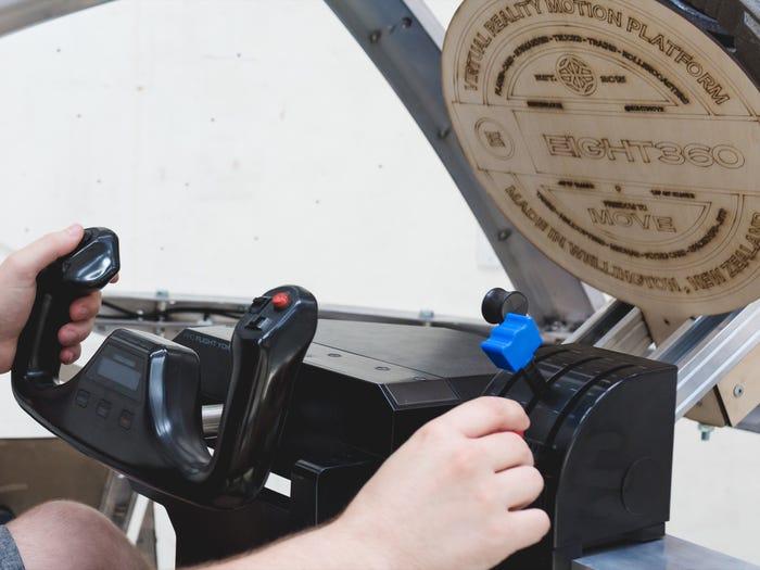 Nova 11 شبیهساز ۱۵۰ هزار دلاری «نوا» چگونه حس پرواز با جنگنده را منتقل میکند؟ اخبار IT