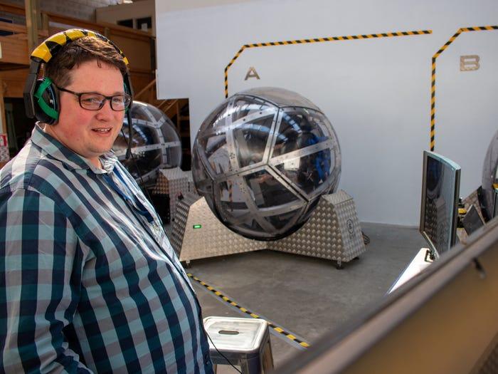 Nova 9 شبیهساز ۱۵۰ هزار دلاری «نوا» چگونه حس پرواز با جنگنده را منتقل میکند؟ اخبار IT