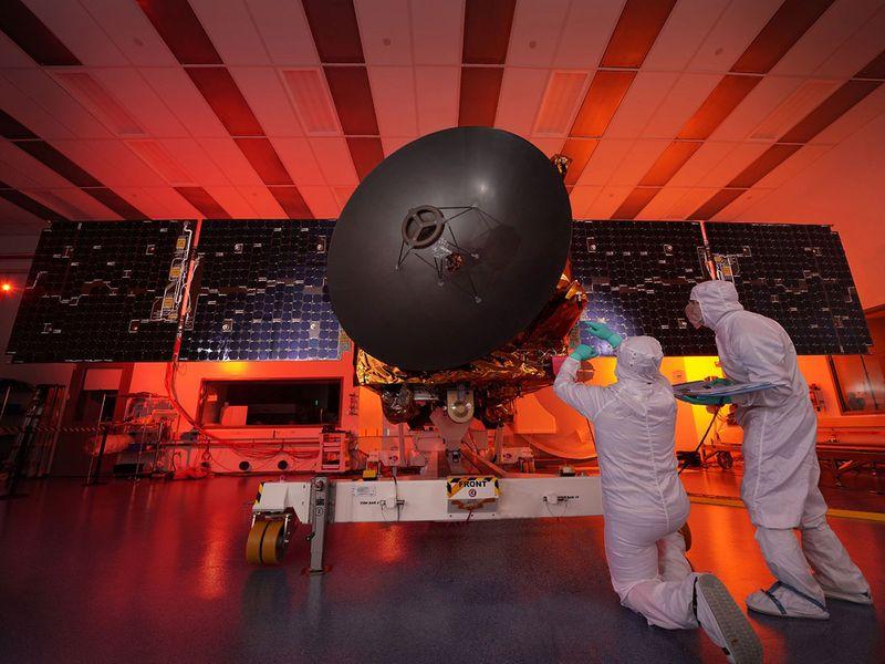 Scientists working on the Hope Probe هرآنچه باید درباره مدارگرد «امید» و ماموریت مریخ امارات بدانید اخبار IT