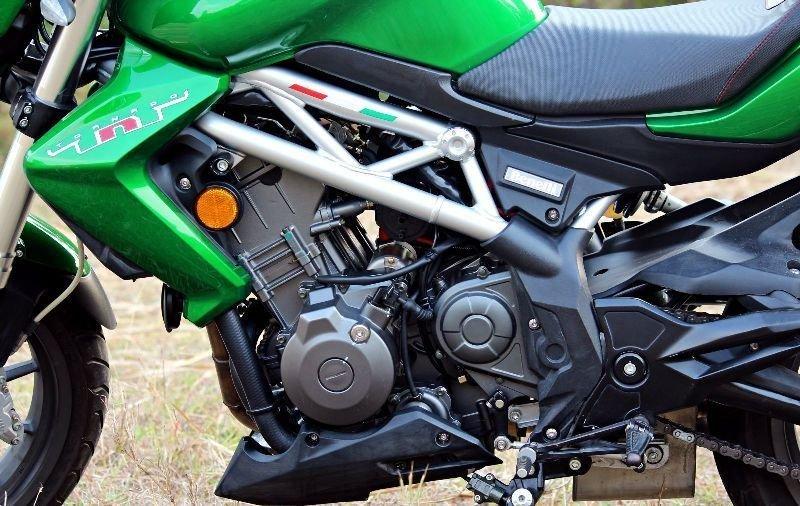 dsk benelli tnt 300 abs 04 بررسی موتورسیکلت بنلی 300؛ آغازگر مسیر بزرگان اخبار IT