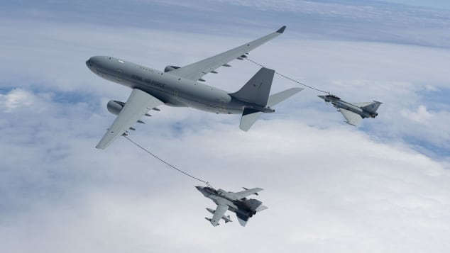 http  cdn.cnn .com cnnnext dam assets 200706134743 refueling 1 رقص میان زمین و هوا؛ مروری بر تاریخچه سوختگیری هواپیماها در آسمان اخبار IT
