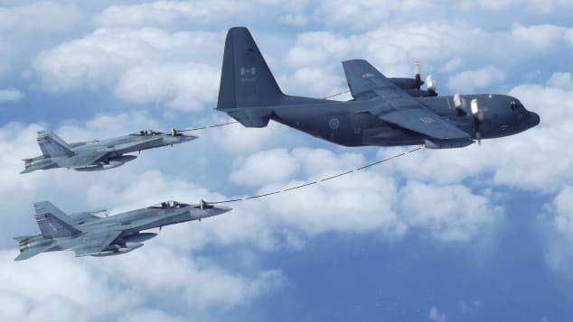 http  cdn.cnn .com cnnnext dam assets 200706160435 refueling 7 رقص میان زمین و هوا؛ مروری بر تاریخچه سوختگیری هواپیماها در آسمان اخبار IT