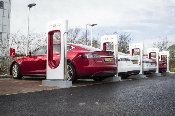 tesla charging 1 768x512 رشد بیسابقه فروش خودروهای الکتریکی در بازارهای غربی اخبار IT