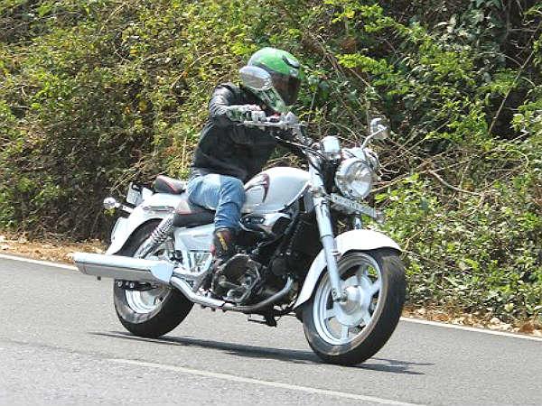 18 1397803718 hyosung aquila 250 01 بررسی موتورسیکلت هیوسانگ آکویلا 250؛ هارلی دیویدسون کرهای اخبار IT