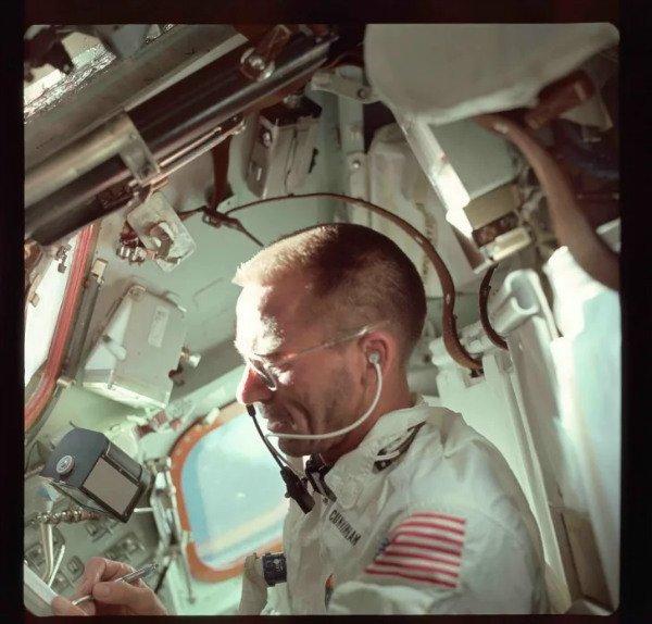 90884 nasa unknown w600 چرا فضانوردان به جای مداد، از «قلم فضایی» استفاده میکنند؟ اخبار IT