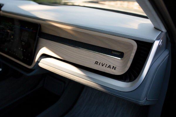 Rivian R1S 1 استارتاپ ریوین کیفیت کابین محصولات خود را با تولیدات بنتلی و لامبورگینی همتراز میداند اخبار IT