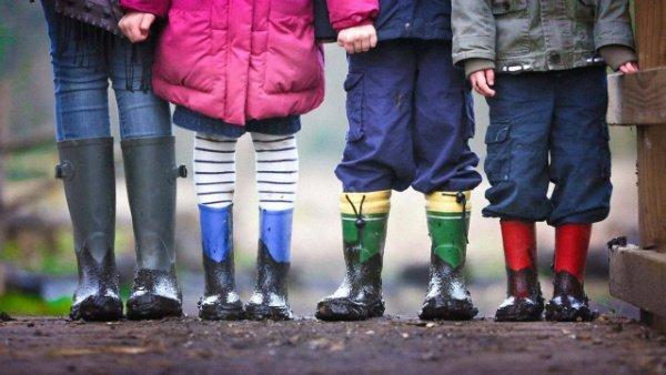kids standing main uns 1280x720 w600 تحقیقات هاروارد از ارتباط مستقیم فشار روحی در کودکی با بلوغ زودرس خبر میدهند اخبار IT