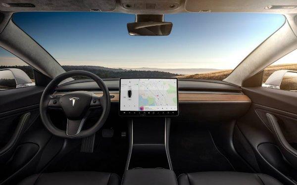 model 3 interior تعلیق گواهینامه راننده تسلا مدل 3 به خاطر تنظیم برفپاککن با نمایشگر لمسی اخبار IT