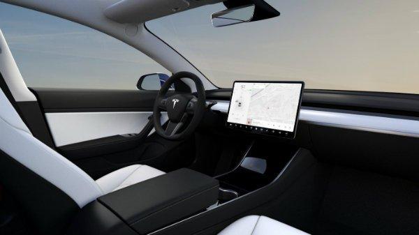 tesla model 3 white interior 21 تعلیق گواهینامه راننده تسلا مدل 3 به خاطر تنظیم برفپاککن با نمایشگر لمسی اخبار IT