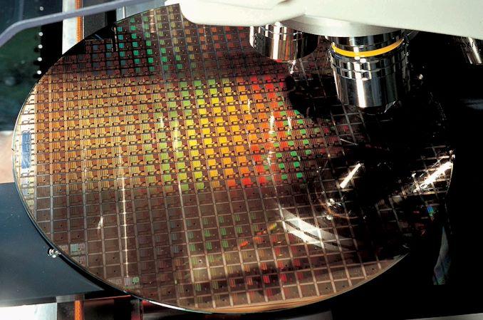 tsmc semiconductor chip inspection 678x452 شرکت TSMC چگونه به یکهتاز بازار ساخت تراشه تبدیل شد؟ اخبار IT