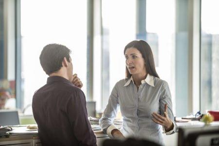 چگونه کارکنان با عملکرد ضعیف را مدیریت کنیم؟