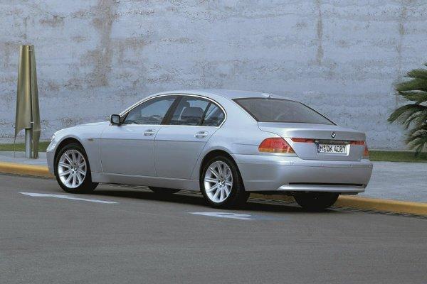 2001 2008 BMW 7 Series 1 با جنجالیترین محصولات بامو آشنا شوید؛ از سری 2 اکتیو تورر تا کفش دلقک! اخبار IT