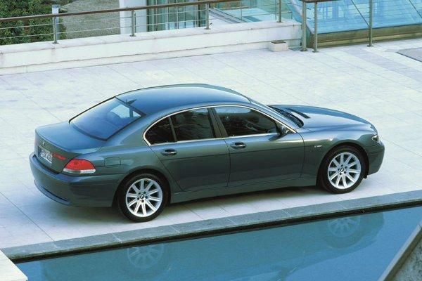 2001 2008 BMW 7 Series 3 با جنجالیترین محصولات بامو آشنا شوید؛ از سری 2 اکتیو تورر تا کفش دلقک! اخبار IT