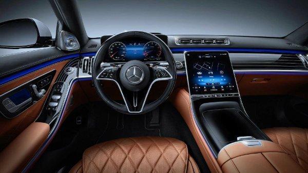2021 mercedes benz s class interior مروری بر نقش نمایشگرهای بزرگ در خودروها؛ آپشنی جذاب یا عامل حواسپرتی راننده؟ اخبار IT