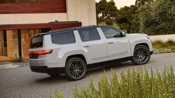 2022 Jeep Grand Wagoneer Concept 20 نگاهی به مشخصات کانسپت جیپ گرند واگنیر با هفت نمایشگر داخلی و فنربندی بادی اخبار IT