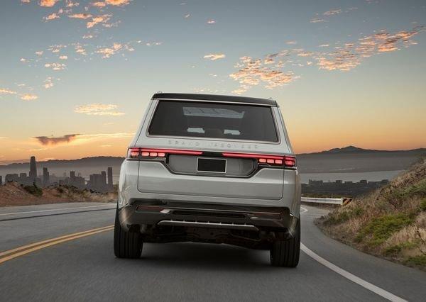 Jeep Grand Wagoneer Concept 2020 6 نگاهی به مشخصات کانسپت جیپ گرند واگنیر با هفت نمایشگر داخلی و فنربندی بادی اخبار IT