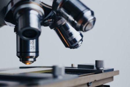 گوگل و توسعه میکروسکوپ مجهز به هوش مصنوعی و واقعیت افزوده برای تشخیص سرطان