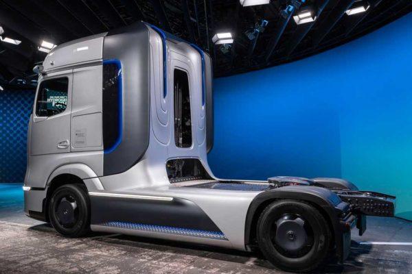 mercedes benz genh2 truck 2 600x400 معرفی نسل جدید کشنده های هیدروژن سوز مرسدس بنز GenH2 اخبار IT