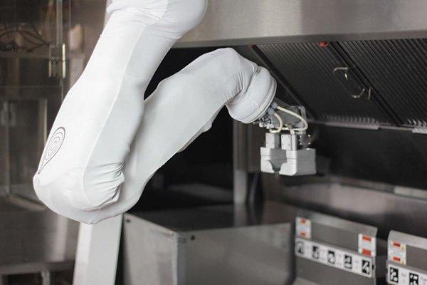 این ربات آشپز ۳۰ هزار دلاری پخت سیب زمینی و همبرگر را آسان میکند