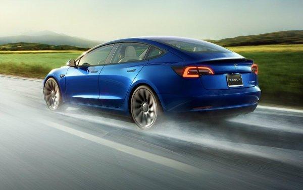 2021 Tesla Model 3 1 تسلا پرطرفدارترین و اینفینیتی کم طرفدارترین برندهای بازار خودرو اخبار IT
