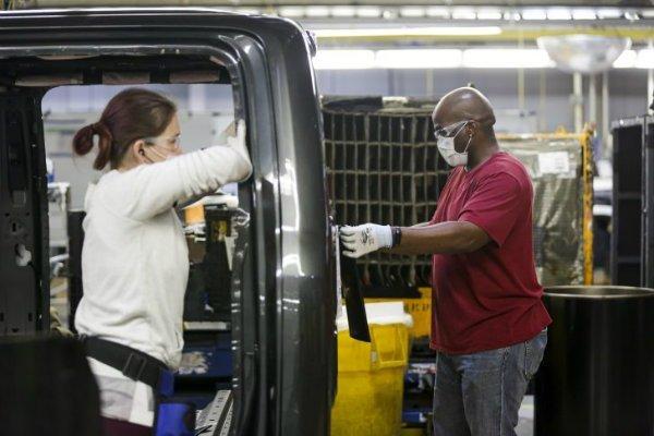 Ford Employees Return To Work At Dearborn Truck Plant 001 728x485 فورد: رباتها به طور کامل جایگزین کارگران خطوط تولید خودرو نخواهند شد اخبار IT