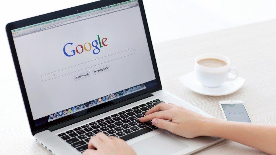 Google on laptop computer ۵ نکته که باید راجع به پرونده وزارت دادگستری آمریکا علیه گوگل بدانید اخبار IT