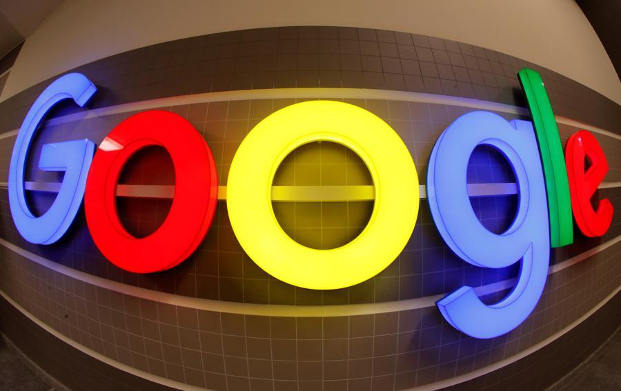 google logo in zurich dec 2018 rtrs w900 1 ۵ نکته که باید راجع به پرونده وزارت دادگستری آمریکا علیه گوگل بدانید اخبار IT
