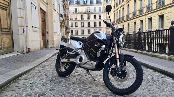 supersocotcmax1 3 1 بررسی موتورسیکلت برقی سوپر سوکو TC؛ تکنولوژی مدرن با ظاهر کلاسیک اخبار IT