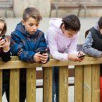 نتایج یک مطالعه آماری: هر فرد 9 سال از عمر خود را صرف کار با موبایل میکند