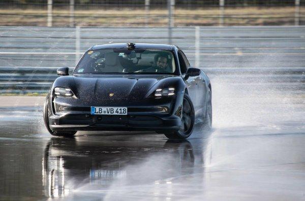 99 porsche taycan drift record official pics hero front نگاهی به آینده تکنولوژی باتری؛ آیاانقلاب صنعتی بعدی در راه است؟ اخبار IT