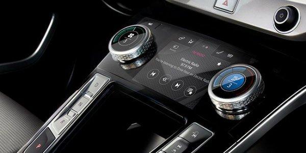 Best Automotive Infotainment Systems gear patrol lead feature مروری بر نقش نمایشگرهای بزرگ در خودروها؛ آپشنی جذاب یا عامل حواسپرتی راننده؟ اخبار IT