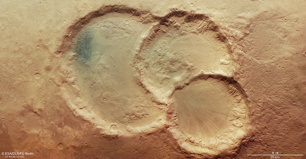 Mars Express spies an ancient triple crater on Mars اخترشناسان یک دهانه سهگانه جدید روی مریخ کشف کردند اخبار IT