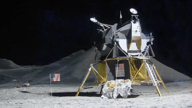 تصویر راهپیمایی آرمسترانگ در ماه احتمالا ۶۰ هزار دلار در حراجی به فروش میرسد