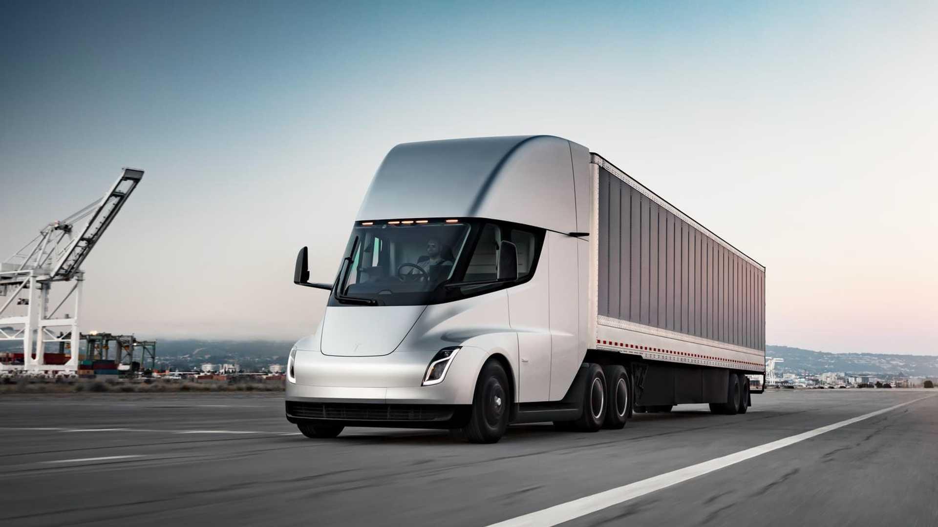 ماسک: کامیون برقی Semi با یکبار شارژ ۴۰ تن بار را ۱۰۰۰ کیلومتر جابجا خواهد کرد