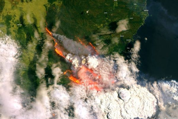 5e0e57c4855cc20ccc748d04 600x400 تصاویر منتخب از مهمترین وقایع سال ۲۰۲۰ از دید ماهوارههای فضایی اخبار IT