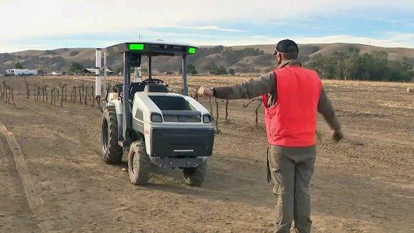 Monarch Tractor با Monarch آشنا شوید؛ تراکتوری برقی با فناوری خودران اخبار IT