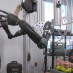 ایمپلنت مغزی جدید کنترل همزمان دو دست مصنوعی را ممکن کرد [تماشا کنید]