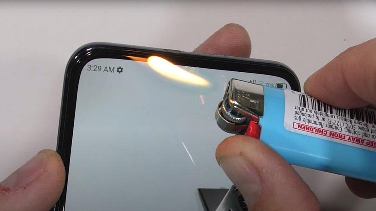 تست مقاومت اکسون ۲۰؛ اولین موبایل با دوربین زیر نمایشگر [تماشا کنید]