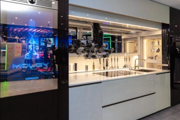 مدیریت کامل آشپزخانه با ربات هوشمند ۳۴۰ هزار دلاری Moley [تماشا کنید]