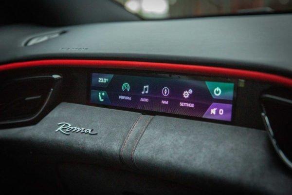 10 ferrari roma 2021 uk first drive review passenger display 600x400 تجربه رانندگی با فراری روما؛ فراتر از یک کوپه خانوادگی اخبار IT