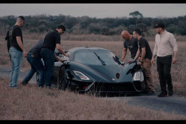 2021 ssc tuatara reruns record team.jpeg 600x400 SSC Tuatara بالاخره رکورد سریع ترین خودروی جهان را شکست اخبار IT