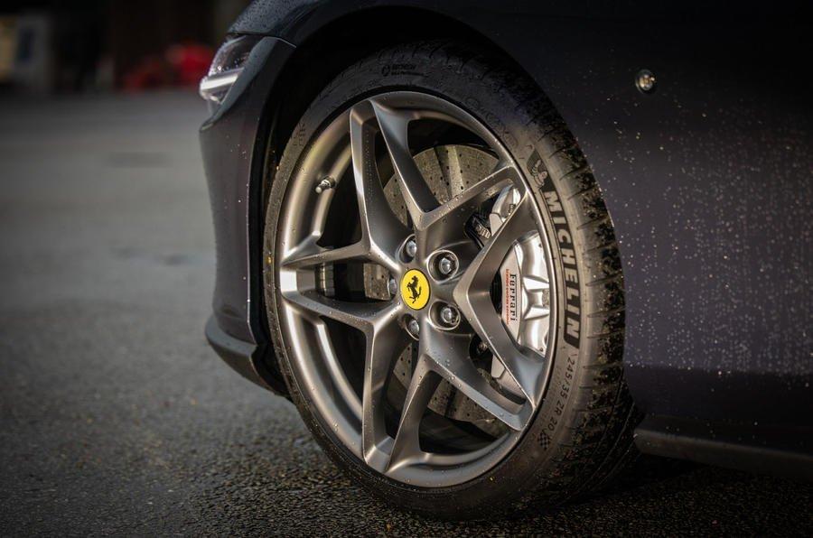 3 ferrari roma 2021 uk first drive review alloy wheels تجربه رانندگی با فراری روما؛ فراتر از یک کوپه خانوادگی اخبار IT