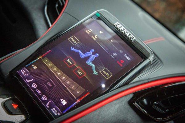 9 ferrari roma 2021 uk first drive review infotainment 600x400 تجربه رانندگی با فراری روما؛ فراتر از یک کوپه خانوادگی اخبار IT