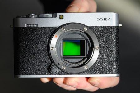 فوجی فیلم از دوربین میانرده X-E4 با سنسور ۲۶.۱ مگاپیکسلی رونمایی کرد