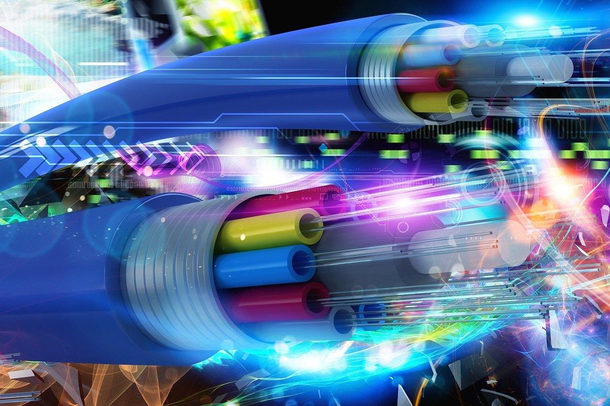 رکورد سرعت انتقال داده با فیبر نوری شکسته شد: ۱ پتابیت بر ثانیه