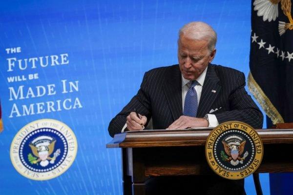 دولت بایدن کل ناوگان فدرال را با وسایل نقلیه الکتریکی ساخت آمریکا تعویض میکند