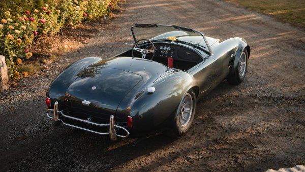 carroll shelbys personal 1965 shelby 427 cobra roadster sells makes history 41 حراج یک اسطوره؛ کبری رودستر 427 متعلق به کارول شلبی فقید فروش رفت اخبار IT