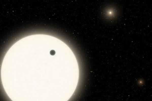 محققان سیارهای در فاصله ۱۸۰۰ سال نوری با سه خورشید کشف کردند