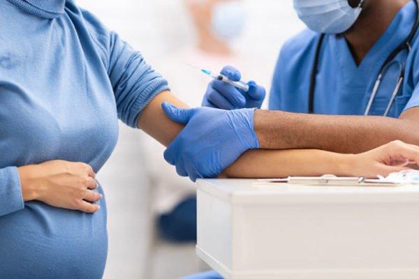 سازمان بهداشت جهانی: تزریق واکسن کرونا به مادران باردار توصیه نمیشود