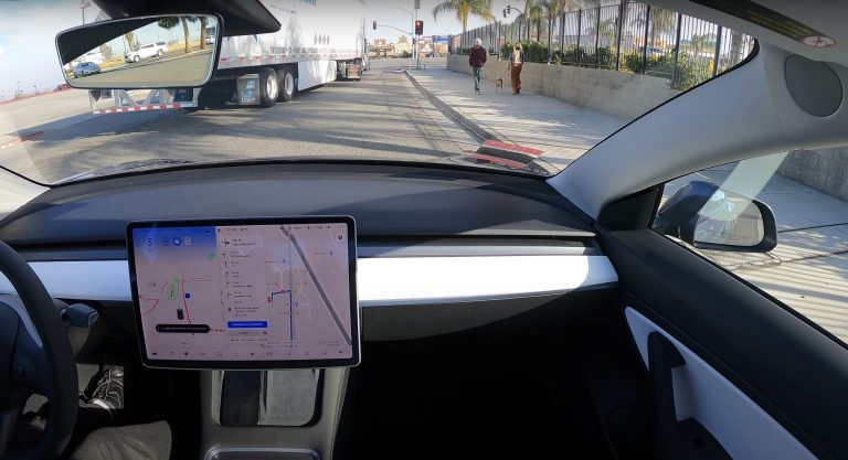 سفر ۶۰۰ کیلومتری تسلا از سانفرانسیسکو به لس آنجلس با کمترین دخالت راننده